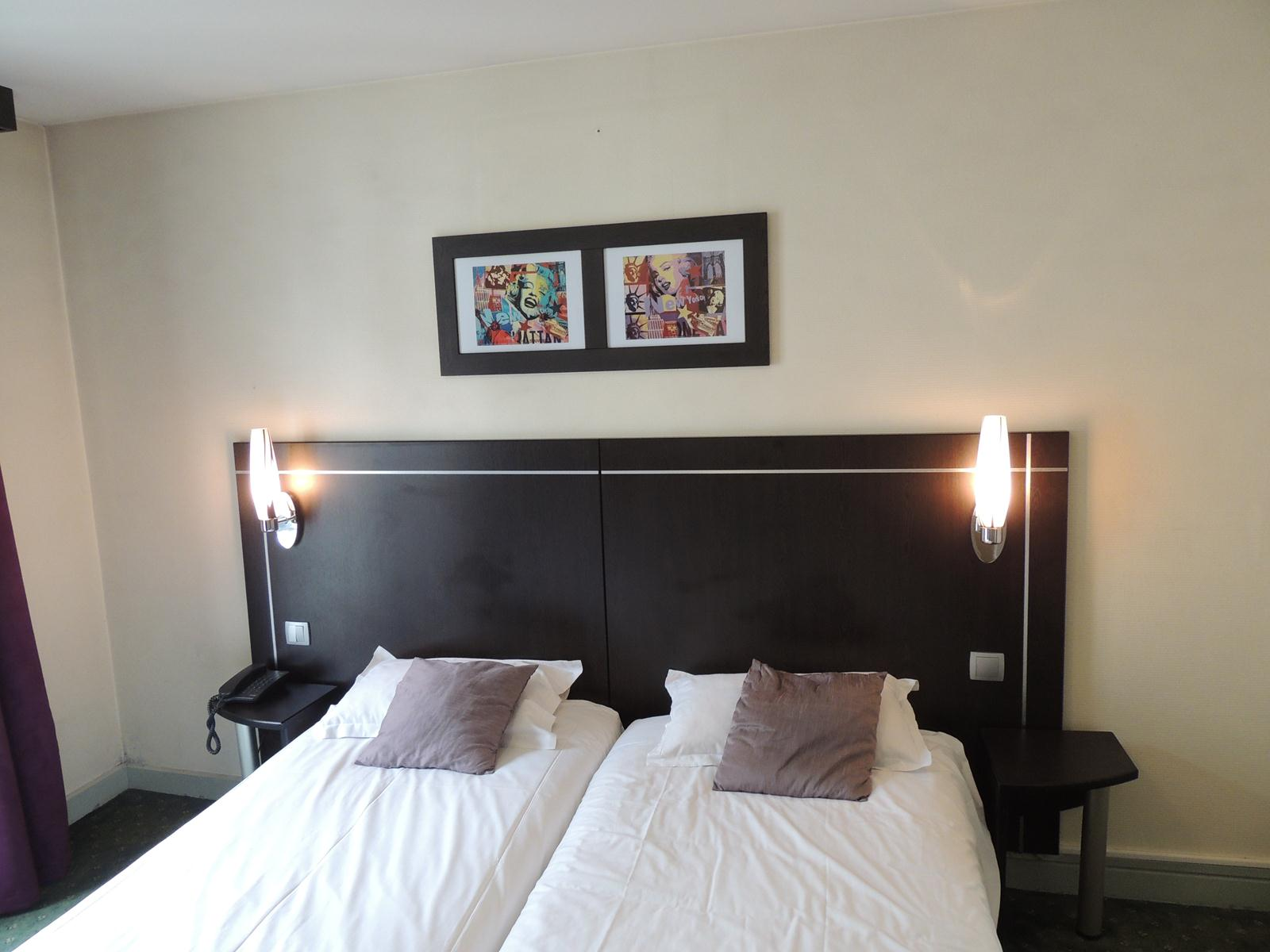 Chambre twin h tel versailles le home saint louis for Chambre twin